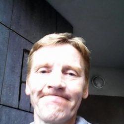 Молодой, послушный парень ищет взрослую девушку в Мурманске
