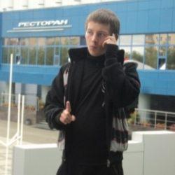 Молодой парень ищет готичную барышню в Мурманске, желающую подчиняться