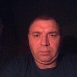 Стройная девушка шатенка ищет мужчину в Мурманске для вечерних встреч
